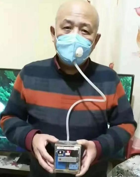 配备了空气过滤器和扩音装置的防病毒口罩